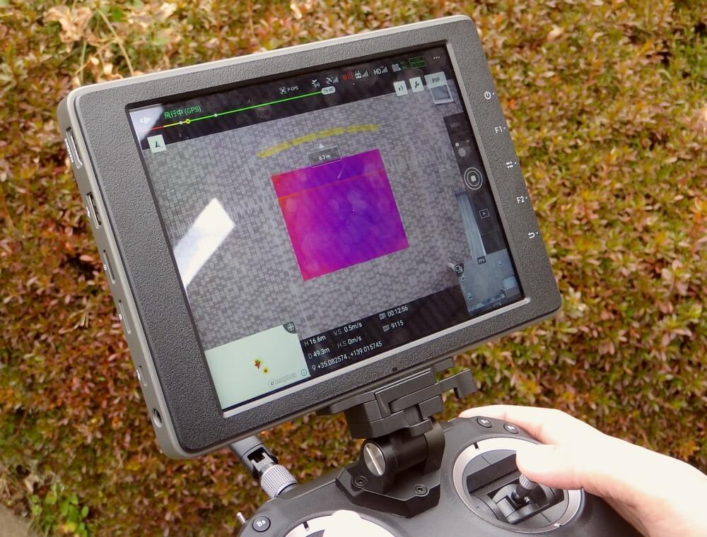 ドローンの操作画面です。一度に可視画像と赤外線画像を撮影できます。
